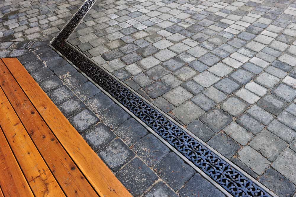 pavingstone driveway with drain
